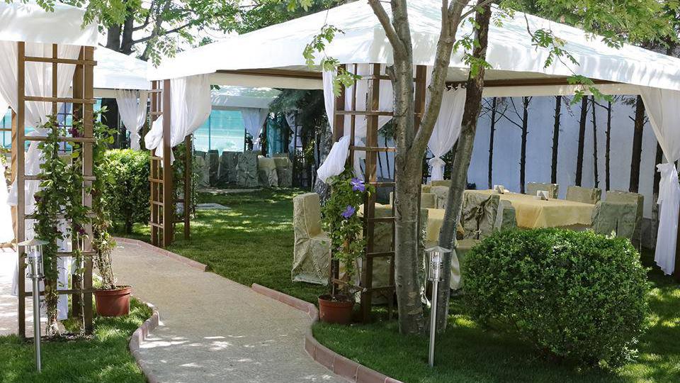 ресторант Монтесито градина