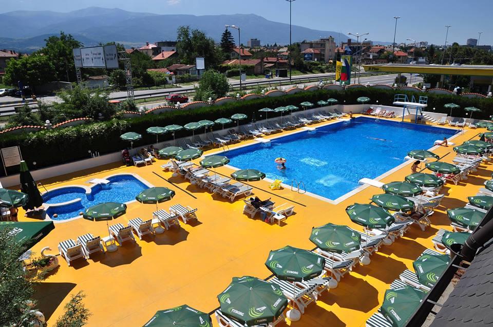 pool-montecito