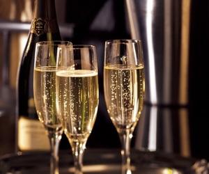 чаши шампанско