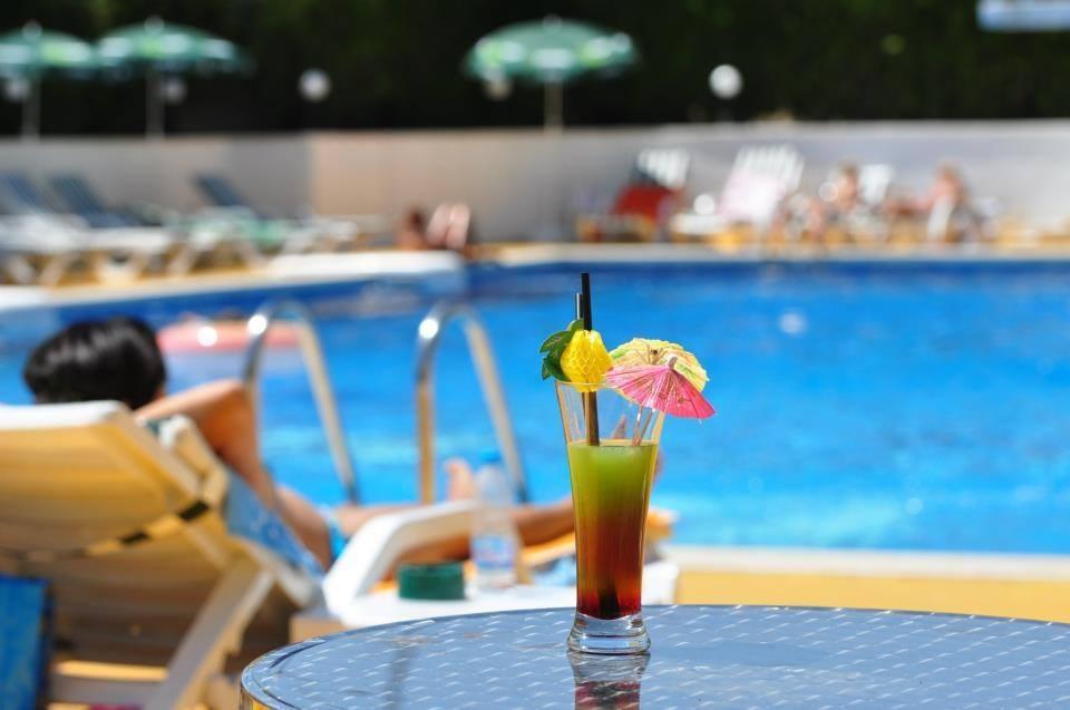 басейн монтесито лятна ваканция