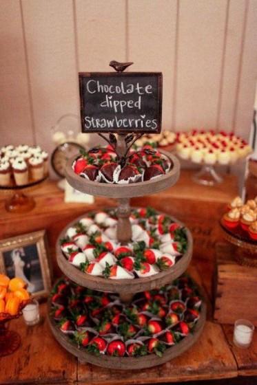 сватбени ягодови десерти