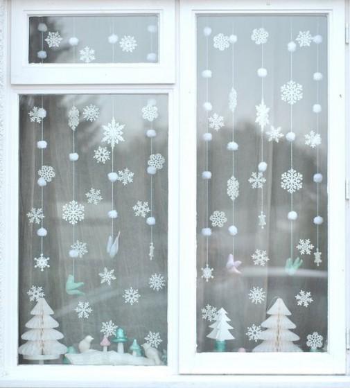 коледна украса по прозорците