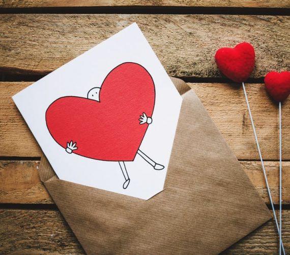 Романтични подаръци: 5 идеи да покажеш любовта си