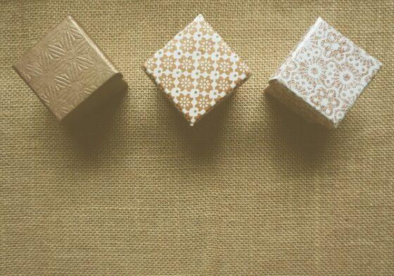 опаковани подаръци за абитуриенти