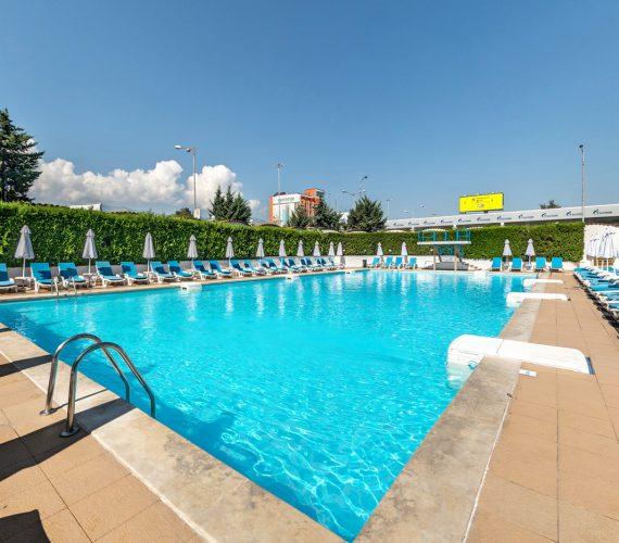 Открит басейн в София