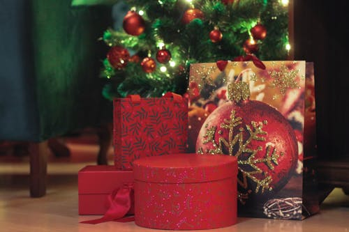 опаковане на подаръци за Коледа