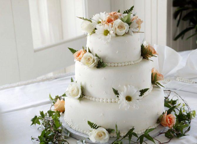 торта за сватба 2021