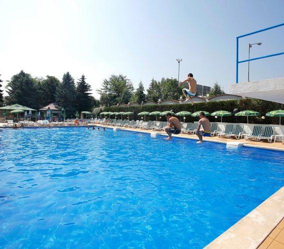 Уроци по плуване в София