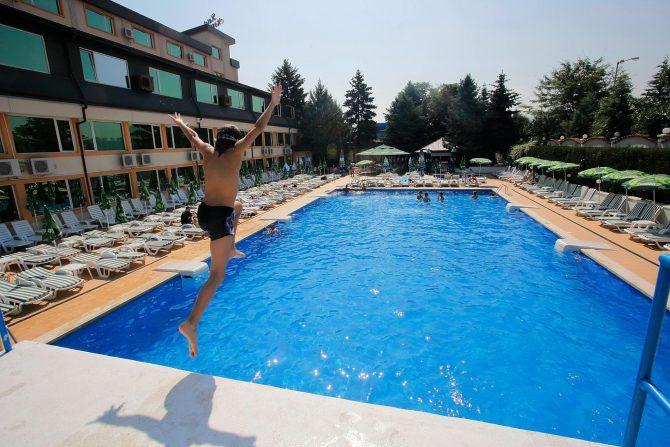 басейн в хотел софия