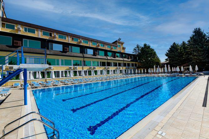 Уроци по плуване за деца в София