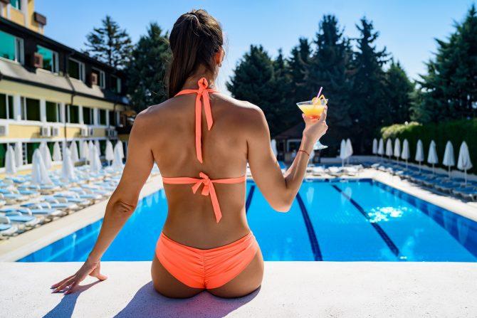 летен басейн с бар